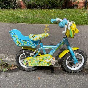 Blue honeybee toddlers bike with handlebar bag