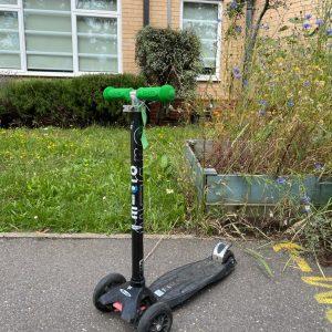 Black maxi micro scooter